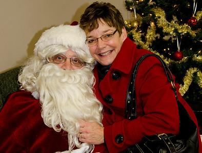 2011 VFW Post 253 (Salem) Kids with Santa