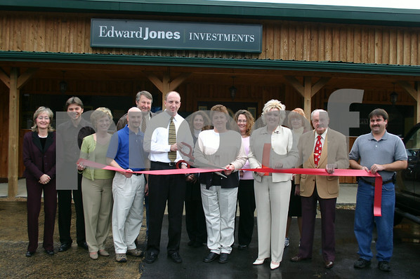 Edward Jones Opens Branch in Erwin - December 2005