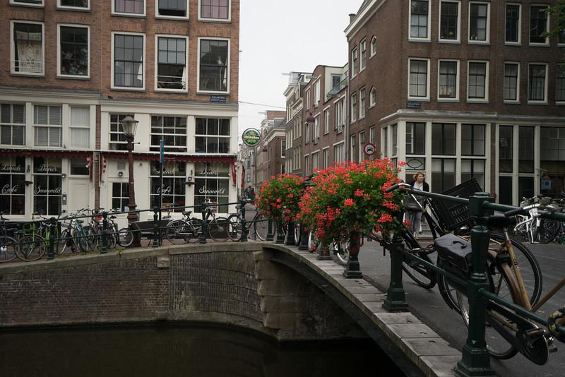 09-17-16 DSC01211 Amsterdam Along walk.jpg