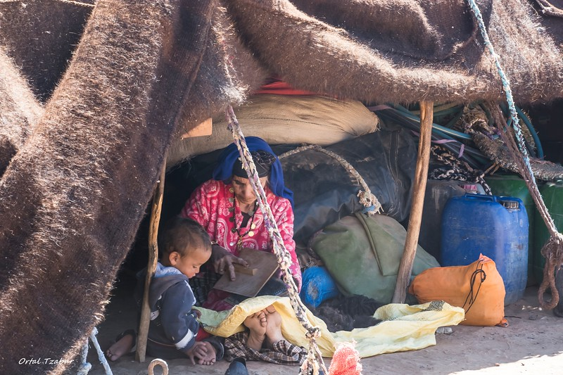 ברברית עם בנה באוהל.jpg