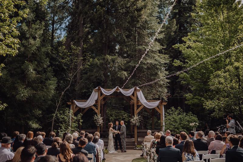 2018-05-12_ROEDER_JulieSeth_Wedding_ROEDER1_0131.jpg