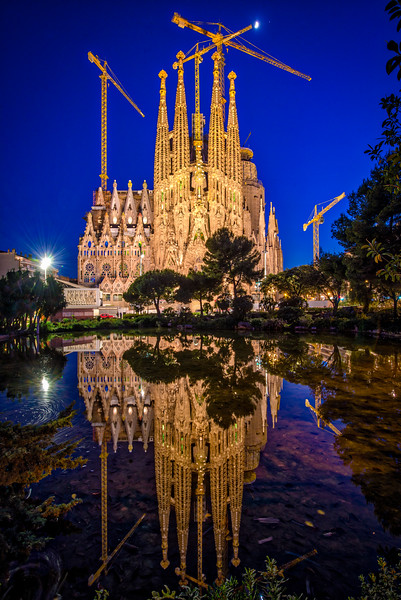 Sagrada-Familia-blue-hour.jpg