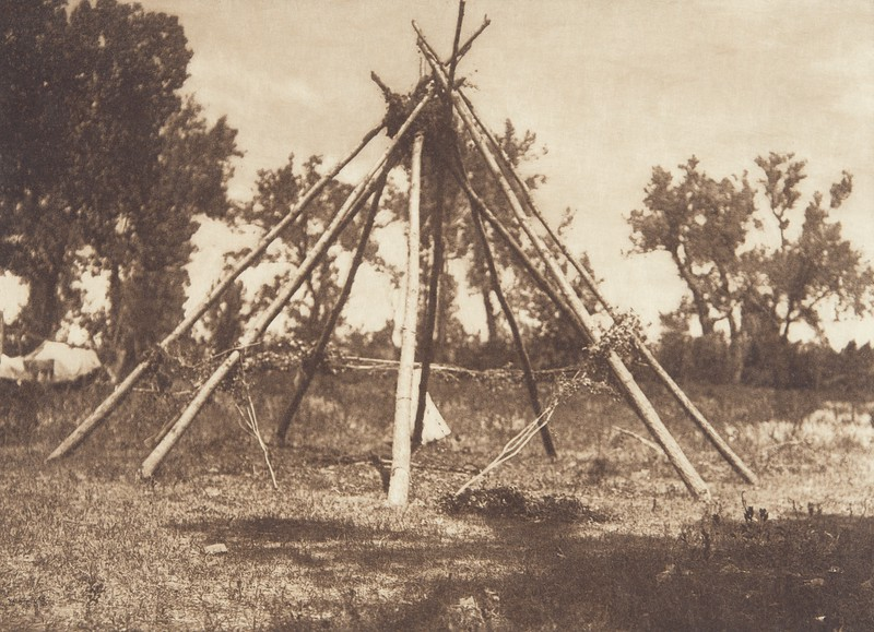 Tobacco Ceremonial Lodge - Apsaroke (Indians of North America, v. IV. Cambridge, MA: The University Press, 1909)