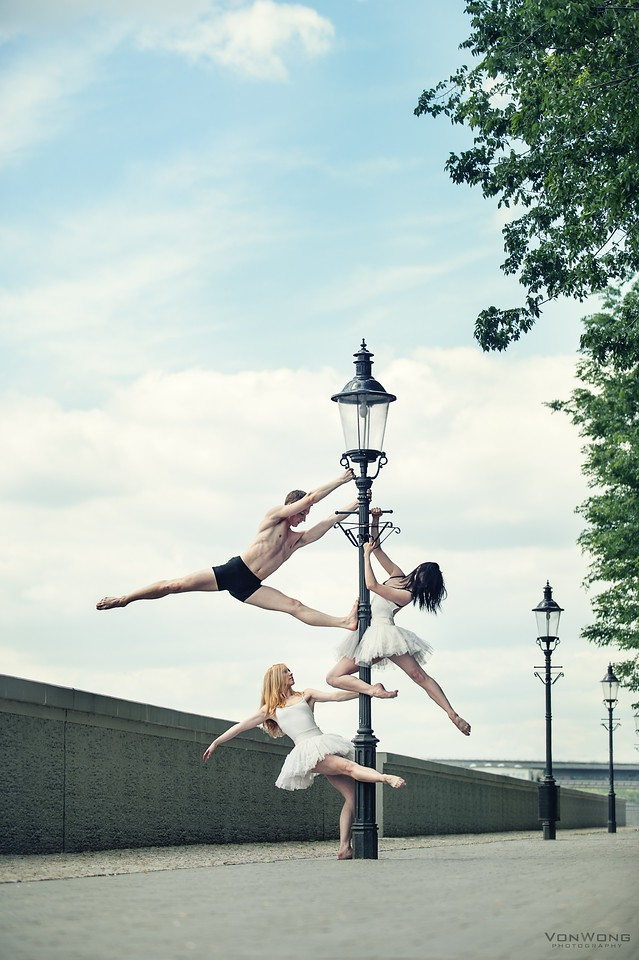 Ballerinas on a lamppost