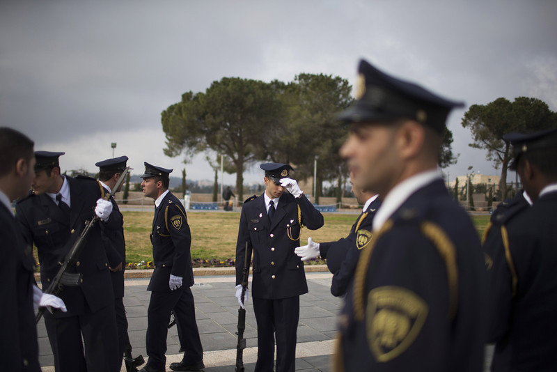. Members of an Israeli honour guard prepare ahead of the arrival of Israeli military delivering the coffin of the body of former Israeli Prime Minister Ariel Sharon to lie in state at Knesset Plaza on January 12, 2014 in Jerusalem, Israel.(Photo by Uriel Sinai/Getty Images)