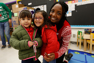 Coronado, Franklin students deliver holiday gifts to Travis