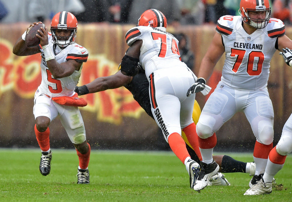 . Cleveland Browns quarterback Tyrod Taylor (5) scrambles during the first half of an NFL football game against the Pittsburgh Steelers, Sunday, Sept. 9, 2018, in Cleveland. (AP Photo/David Richard)