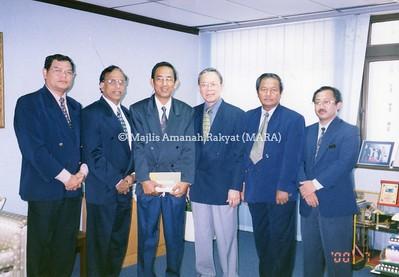 2000 - LAWATAN DELIGASI INDONESIA KE IBU PEJABAT MARA