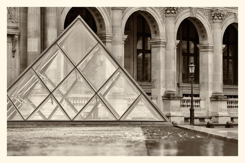 Louvre_20141216_0004-B&W.jpg