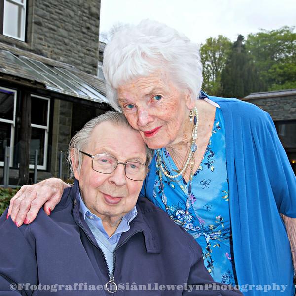 Penblwydd special Mary yn 90