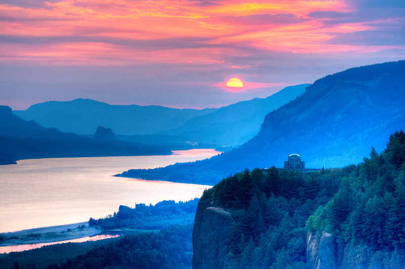 9299 Pink Sunrise over the Columbia River Gorge