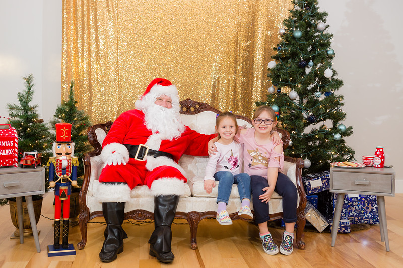 FADS Picture with Santa-243.jpg