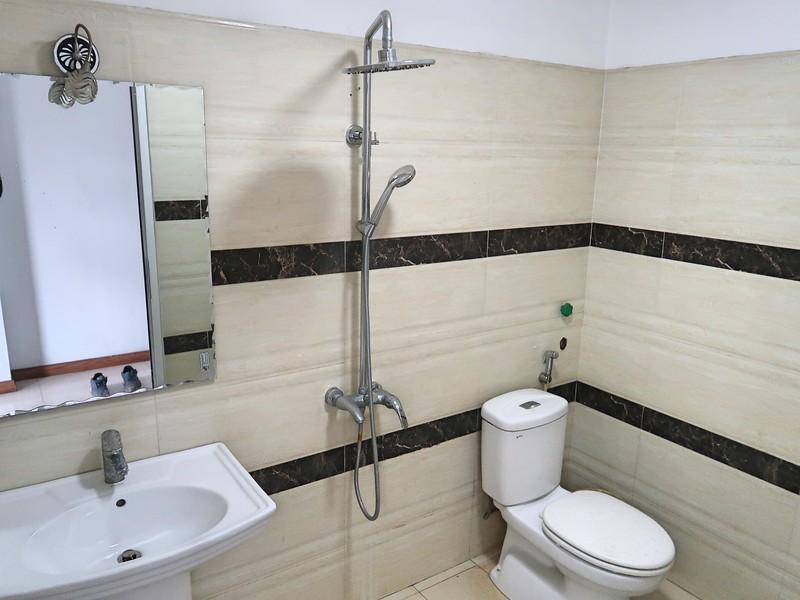 IMG_4393-thien-thien-thanh-hotel-bathroom.jpg