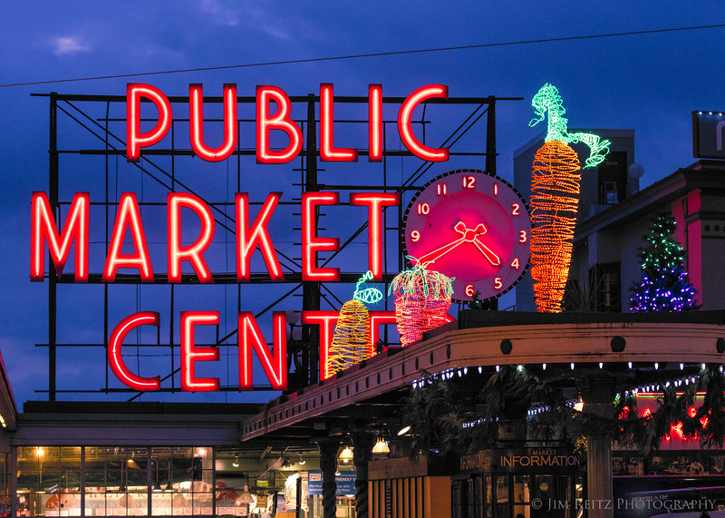 You know it's Christmas season in Seattle when Pike Place Market's giant carrot is all lit up!