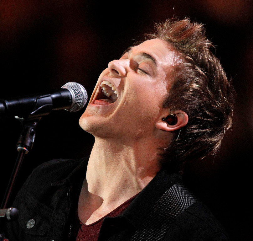 . Hunter Hayes performs during the Grammy Nominations Concert in Nashville, Tennessee December 5, 2012.     REUTERS/Harrison McClary