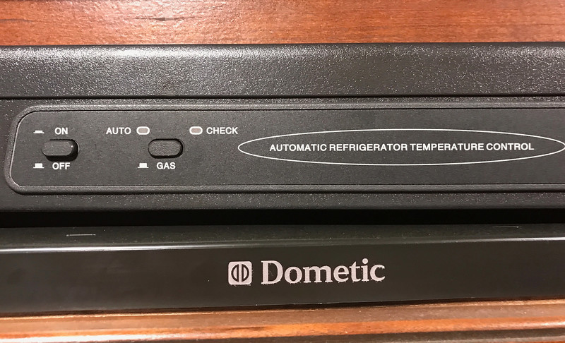 19 Dometic Refrig 338.jpg