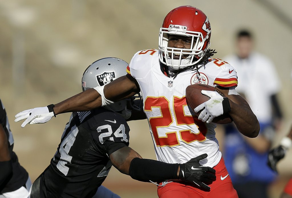 . <p><b> Colts at Chiefs (-7):</b>  <p> Jamaal Charles last week in Oakland became the first running back in NFL history to rush for a touchdown and catch four TD passes in a single game. The Colts� defense is expected to employ a slightly different strategy by occasionally covering Charles out of the backfield.  <p>Pick: <b>Chiefs by 4</b> <p>    (AP Photo/Ben Margot)