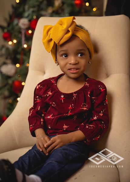 Toni and Family Christmas 2019-00837.jpg