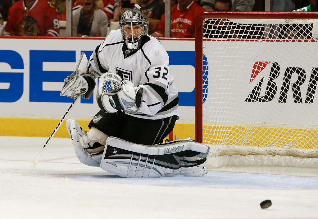 . Los Angeles Kings goalie Jonathan Quick (32) watches the puck go wide during the second period of Game 1 of an NHL hockey Stanley Cup Western Conference finals, Saturday, June 1, in Chicago. (AP Photo/Nam Y. Huh)