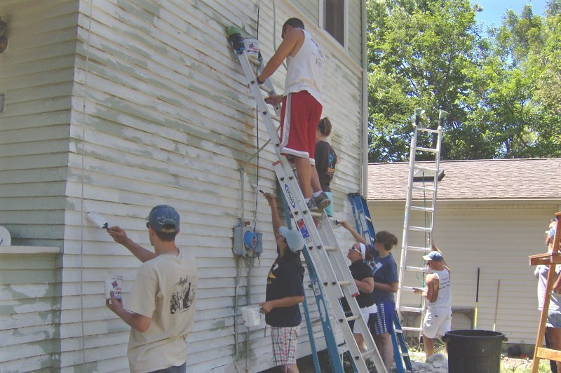 09 07-13 Scraping off old paint and painting primer on Karen's house. ekc
