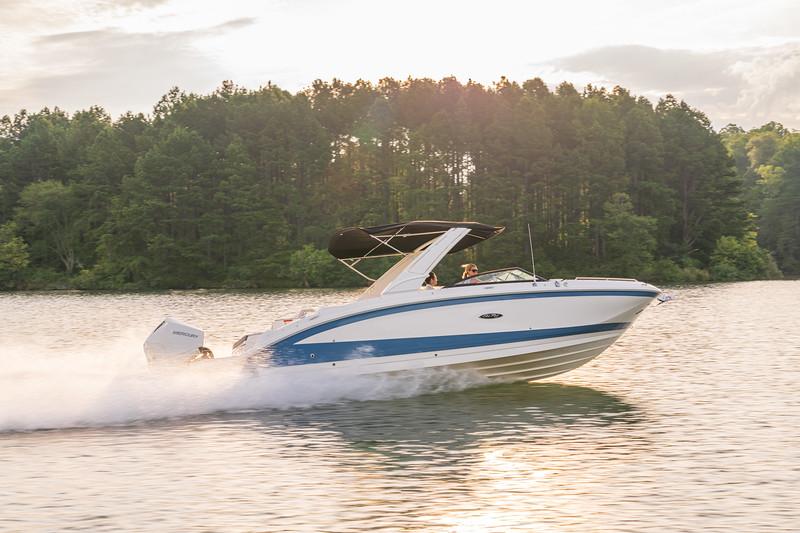 2021-SDX-290-Outboard-SDO290-running-starboard-profile-02592.jpg