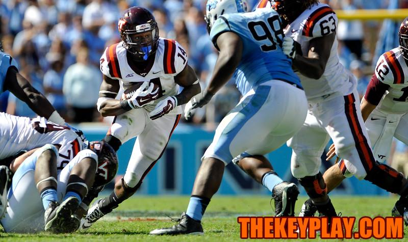 Virginia Tech Hokies running back Trey Edmunds (14) cuts back to follow his blockers. (Michael Shroyer/ Thekeyplay.com)