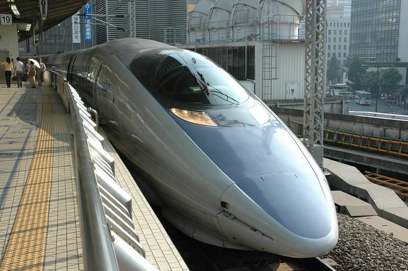Shinkansen bullet train at Tokyo Station. Photo Credit: Norman Pogson/Shutterstock.com