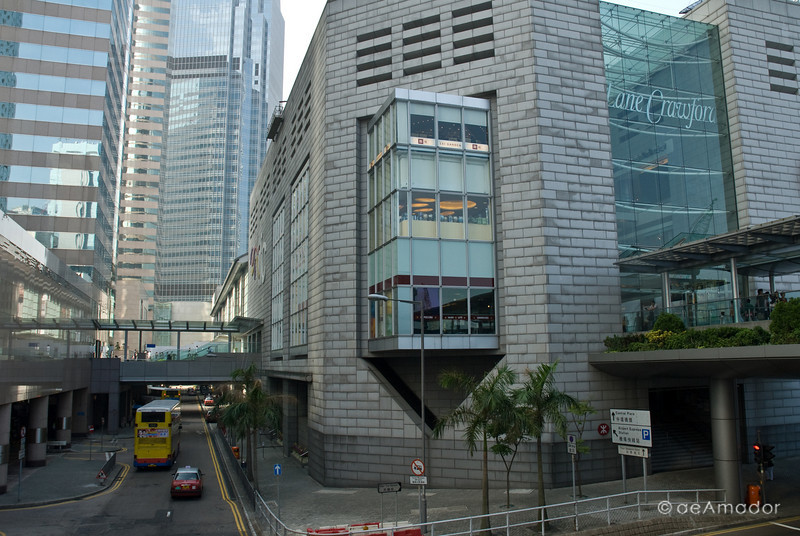 aeamador©-HK08_DSC0141  Hong Kong, downtown area, near ifc tower. I was very impressed by the affluence evidenced in this area. Hong Kong is quite a chic and fine place.