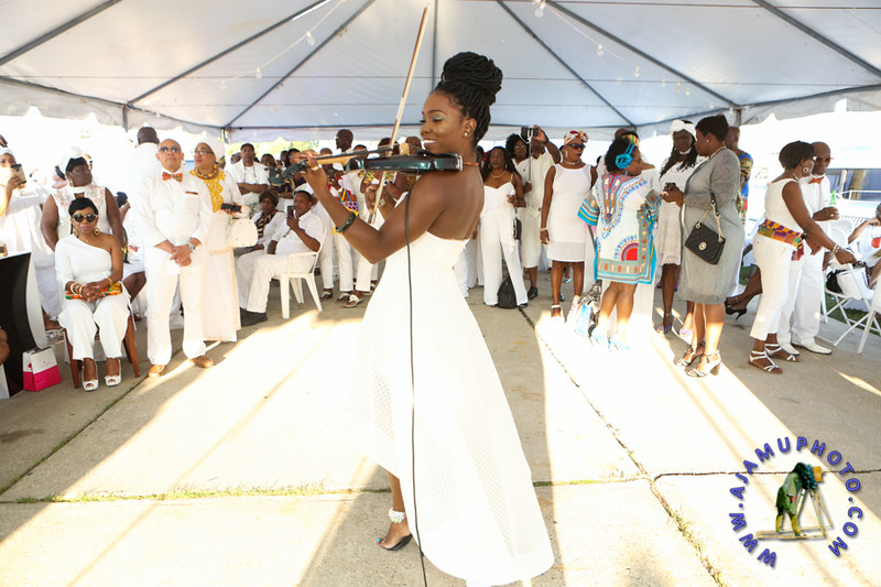 MAXINE GREAVES PURE WHITE ONTHE BAY A TOUCH OF AFRICA-6.jpg