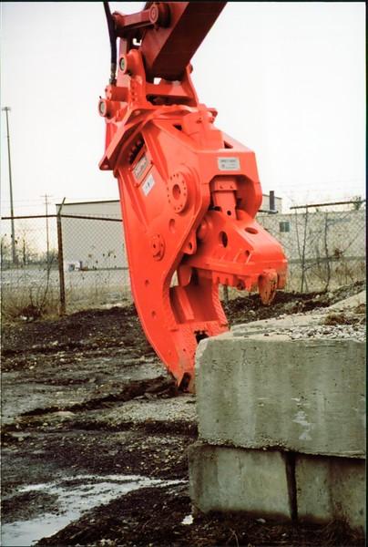 NPK U21J concrete pulverizer on Link-Belt excavator (29).JPG