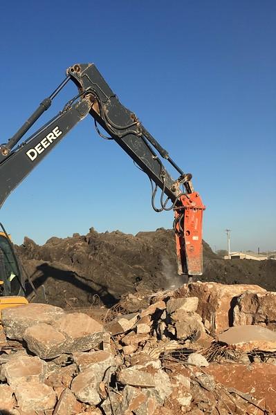 NPK GH6 on Deere 130G excavator_breaking oversize(2).JPG