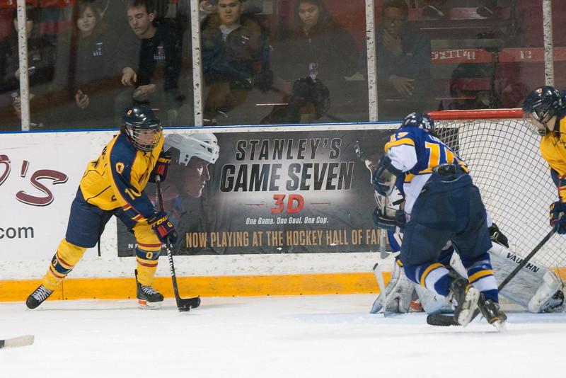 20130310 QWHockeyvsUBC 595.jpg