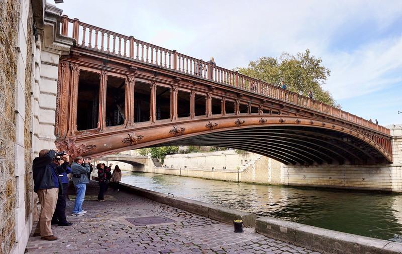 Paris Bridge shot .jpg