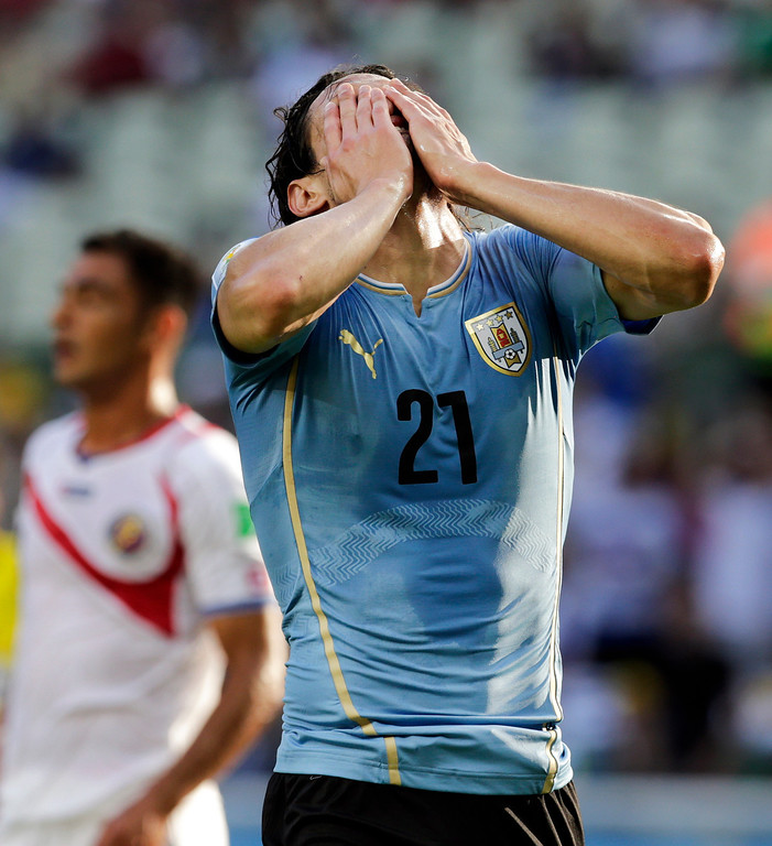 . Uruguay\'s Edinson Cavani (21) reacts to missing on a kick at the Costa Rican goal during the group D World Cup soccer match between Uruguay and Costa Rica at the Arena Castelao in Fortaleza, Brazil, Saturday, June 14, 2014.  (AP Photo/Fernando Llano)