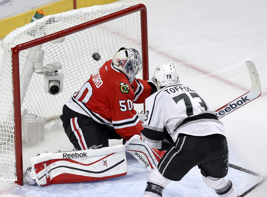 . Los Angeles Kings center Tyler Toffoli, right, scores past Chicago Blackhawks goalie Corey Crawford during the second period of Game 1 of the Western Conference finals in the NHL hockey Stanley Cup playoffs in Chicago on Sunday, May 18, 2014. (AP Photo/Charles Rex Arbogast)
