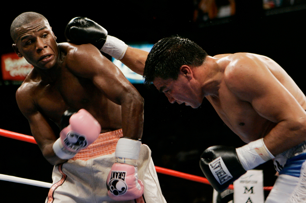 . Floyd Mayweather Jr., left,  evades a right from Carlos Baldomir of Argentina during their WBC welterweight boxing championship at Mandalay Bay Hotel and Casino on Saturday, Nov. 4, 2006 in Las Vegas. Mayweather defeated Baldomir by unanimous decision. (AP Photo/Laura Rauch)