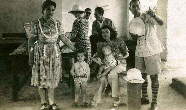 1947-Quedas do Dala: Felisbela Antunes, Tininha, Maria Adelaide Santos  e Antunes ( prova-a-sopa K18)