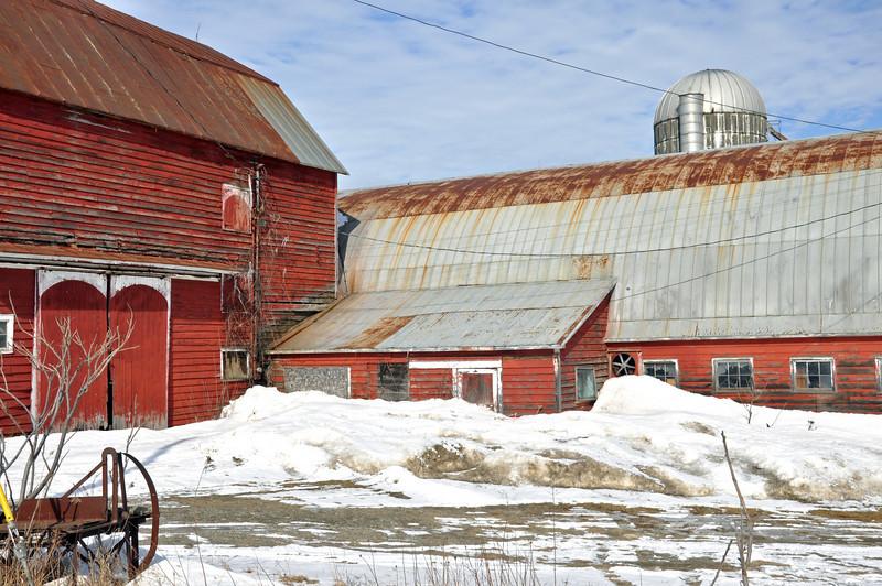 Red Barn on Hwy 05.jpg