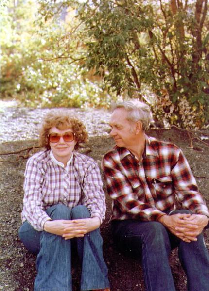 Bonnie & Wayne, Lake Dezadeash, Yukon Territory, 08-1981,  .jpg