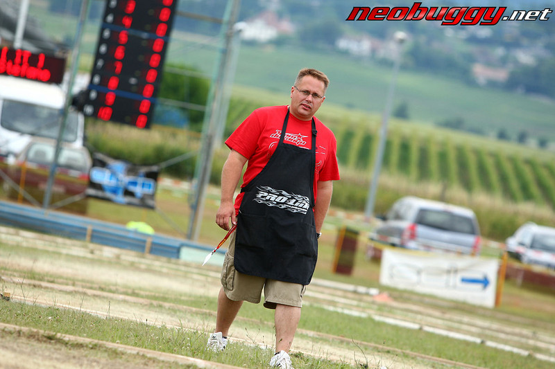 Mr Durango crossing the track with Switzerland as the backdrop 2009 Euro B