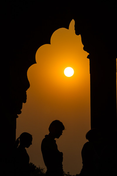 Silhouette of people at sunset - Red Fort - Asia - India - Delhi