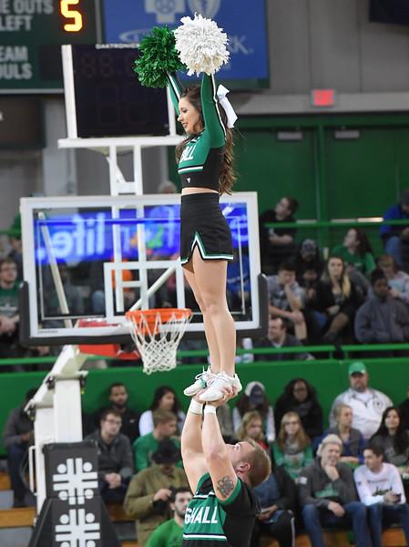 cheerleaders0329.jpg