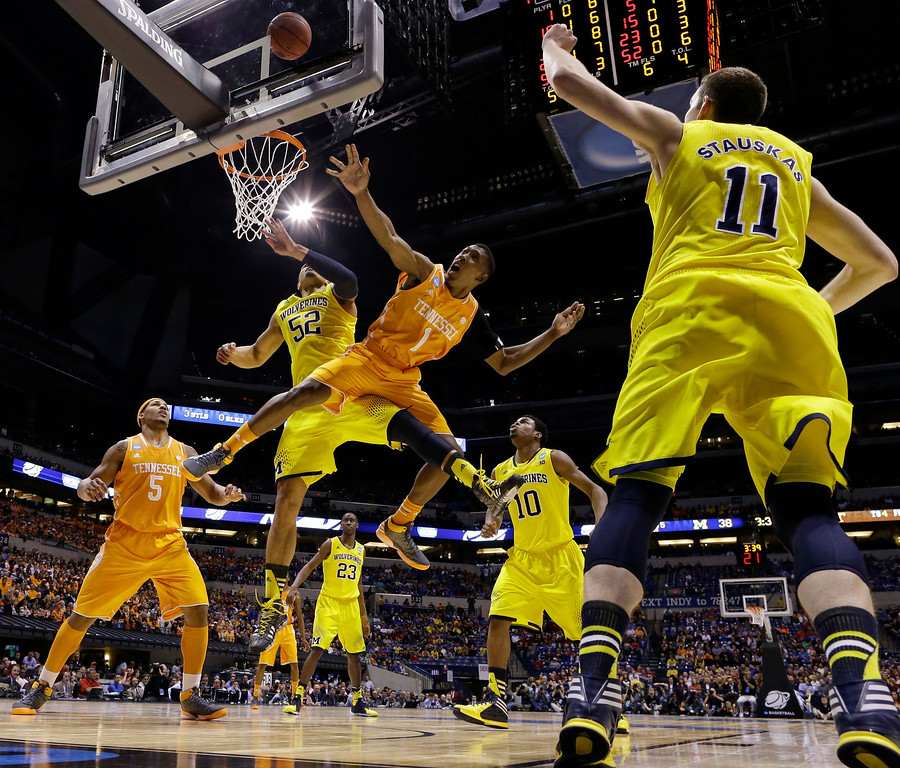 . Tennessee\'s Josh Richardson (1) Michigan\'s Jordan Morgan (52) go after a loose ball during the first half of an NCAA Midwest Regional semifinal college basketball tournament game Friday, March 28, 2014, in Indianapolis. (AP Photo/Michael Conroy)
