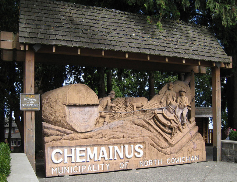 Next we visited Chemainus to see the world famous murals.