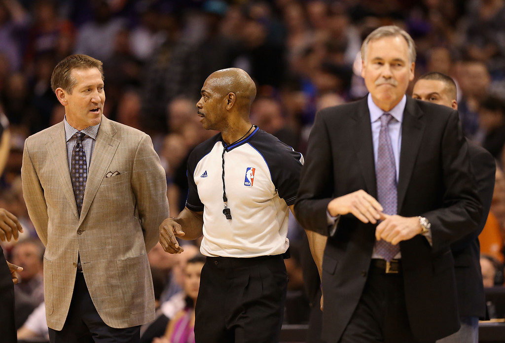. Referee Tom Washington (C) talks to head coaches Jeff Hornacek (L) of the Phoenix Suns and Mike D\'Antoni (R) of the Los Angeles Lakers after a scuffle on the court during the first half of the NBA game at US Airways Center on January 15, 2014 in Phoenix, Arizona.    (Photo by Christian Petersen/Getty Images)