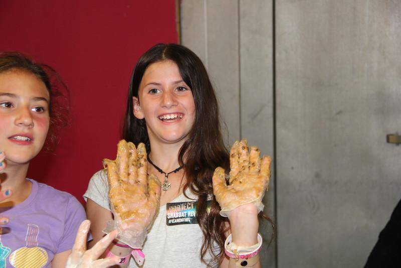 kars4kids_thezone_camp_girlsDivsion_activities_baking (26).JPG