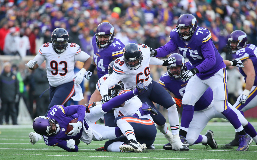 . MINNEAPOLIS, MN - DECEMBER 28:  Teddy Bridgewater #5 of the Minnesota Vikings gets sacked by Jeremiah Ratliff #90 of the Chicago Bears in the fourth quarter on December 28, 2014 at TCF Bank Stadium in Minneapolis, Minnesota. (Photo by Adam Bettcher/Getty Images)