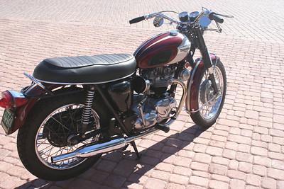 1970 Triumph T120R Bonneville (rider) sold to CA
