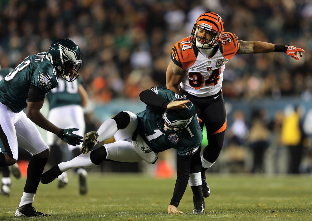 . Dan Herron #34 of the Cincinnati Bengals blocks a punt by  Mat McBriar #1 of the Philadelphia Eagles in the first quarter on December 13, 2012 at Lincoln Financial Field in Philadelphia, Pennsylvania.  (Photo by Elsa/Getty Images)
