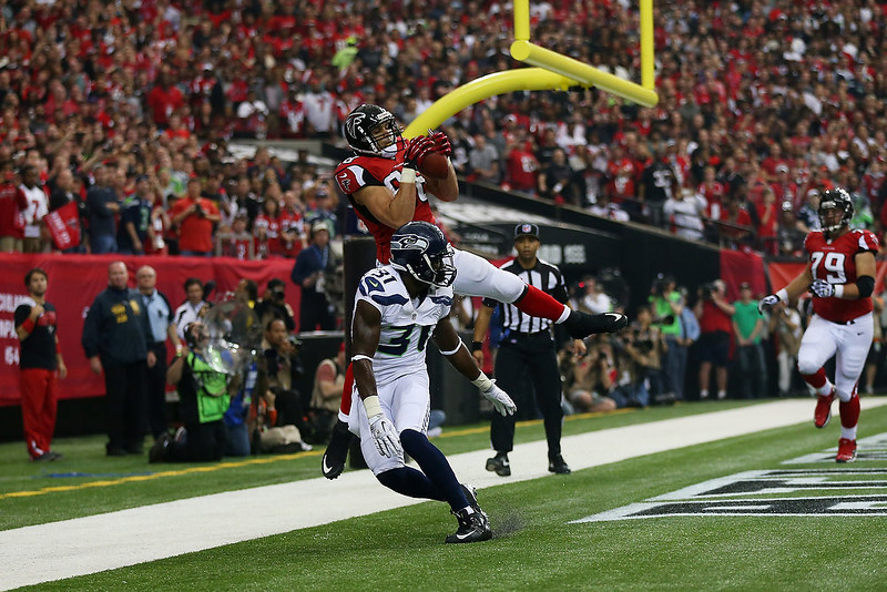 . Tony Gonzalez #88 of the Atlanta Falcons catches a first quarter touchdown over Kam Chancellor #31 of the Seattle Seahawks during the NFC Divisional Playoff Game at Georgia Dome on January 13, 2013 in Atlanta, Georgia.  (Photo by Mike Ehrmann/Getty Images)